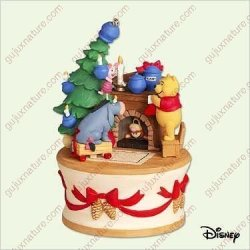 Hallmark Getting Ready For Christmas Winnie The Pooh Collection 2005 Ornament QXD4212
